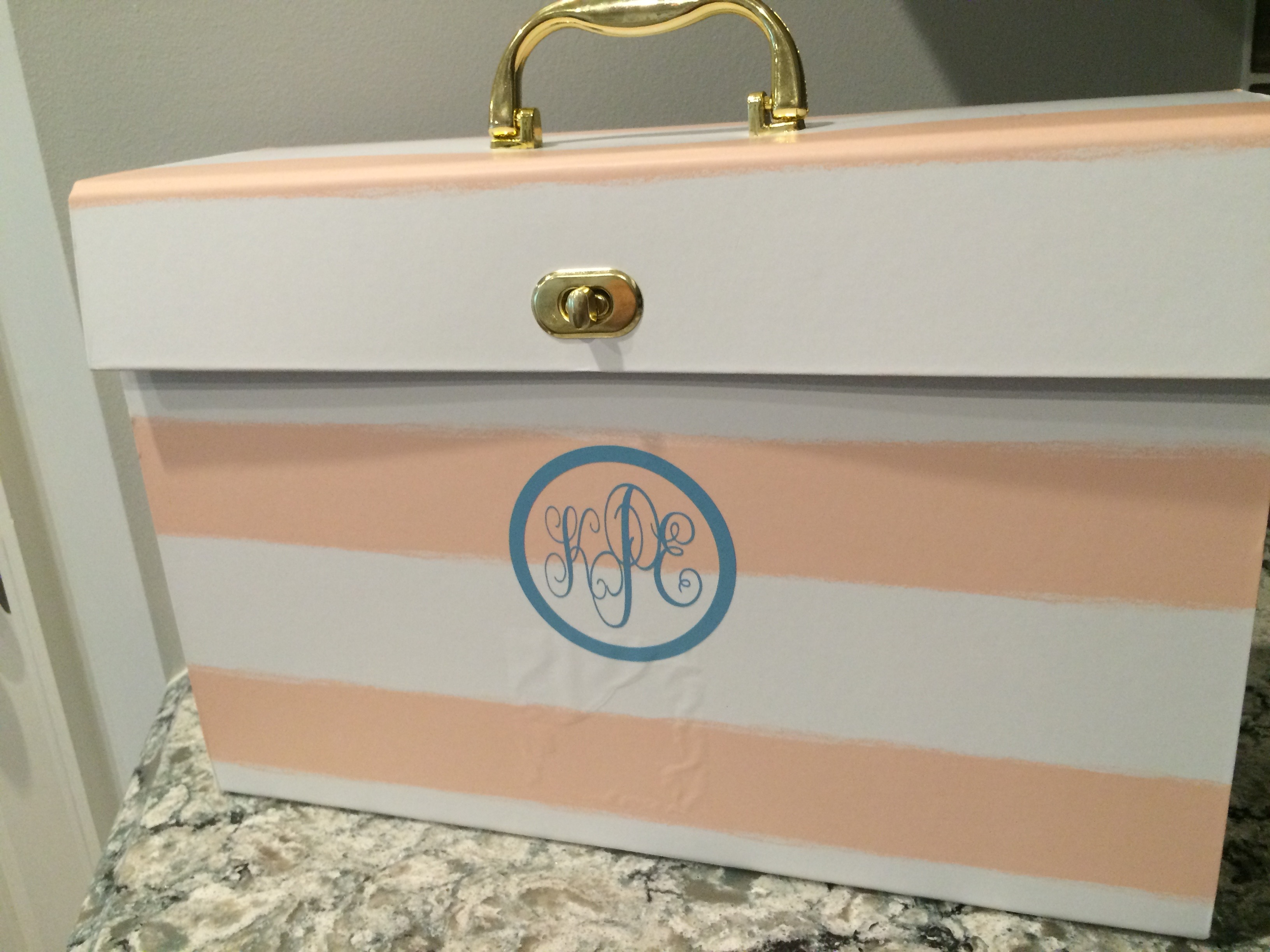 Monogrammed File Holder - DIY with Vinyl using a Cricut Explore
